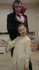 Papa en Lotte klaar voor ons Halloween avontuur